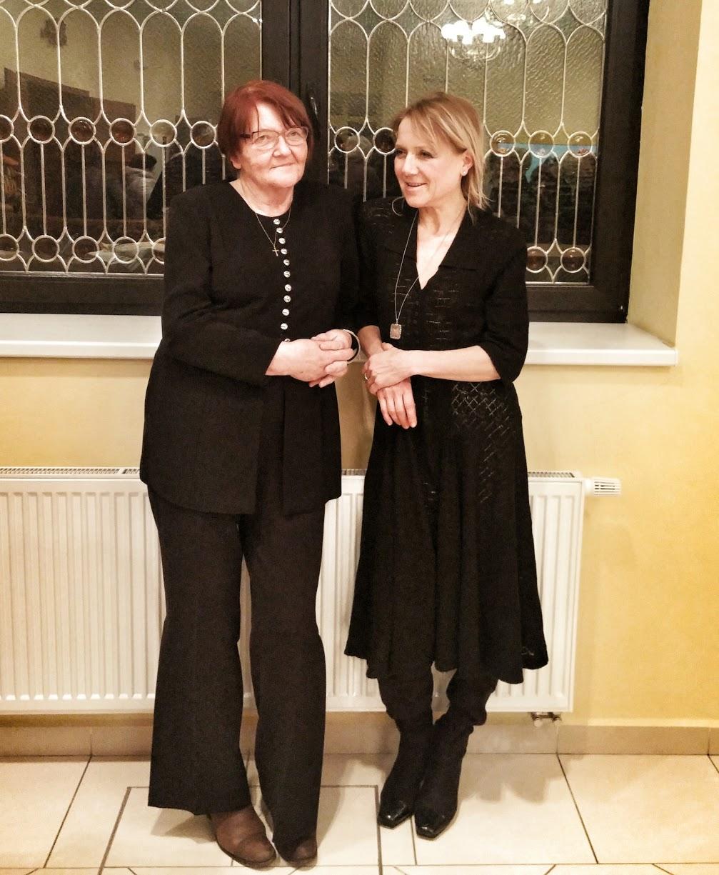 současná nositelka šatů se svou maminkou - z koncertu Mistra Svěceného v Chlumci nad Cidlinou