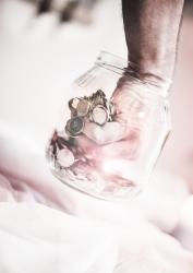 sklenice s rukou