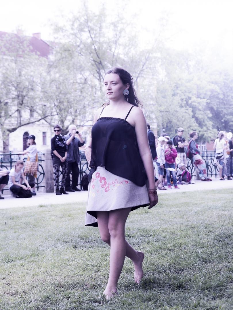 oděv z projektu Afterparty Jízdy králů & šperk Adriany Takáčové